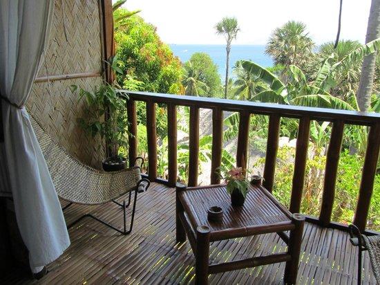 Coco Beach Island Resort: Balcon du bungalow Hilltop