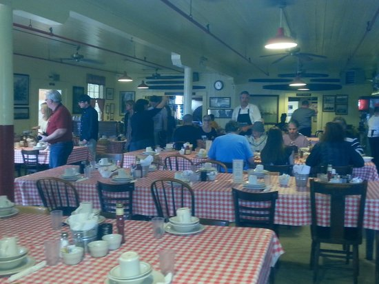 Samoa Cookhouse: Big Rooms w/Long Tables
