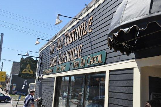 The Old Triangle Irish Alehouse : Outside signage