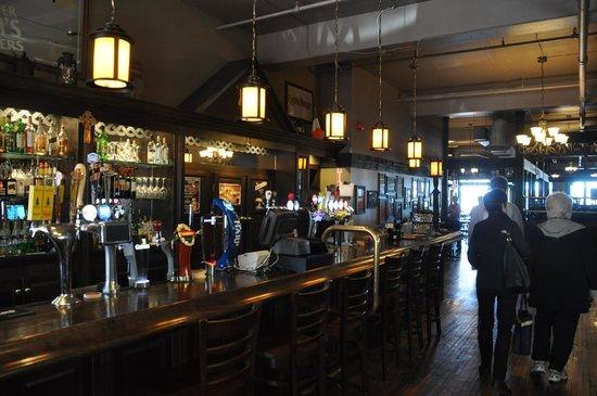 The Old Triangle Irish Alehouse : Inside Bar