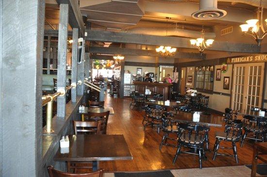 The Old Triangle Irish Alehouse: Inside Old Triangle Irish Alehouse