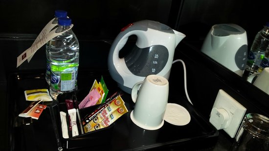 Mercure Gold Hotel : Daily complimentary drinking water, tea and coffe