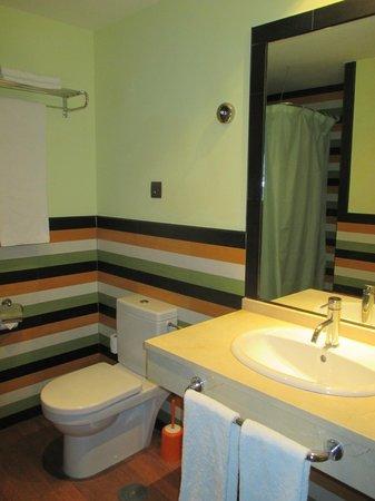 Pierre & Vacances Residence Torremolinos Stella Polaris: Spacious Bathroom