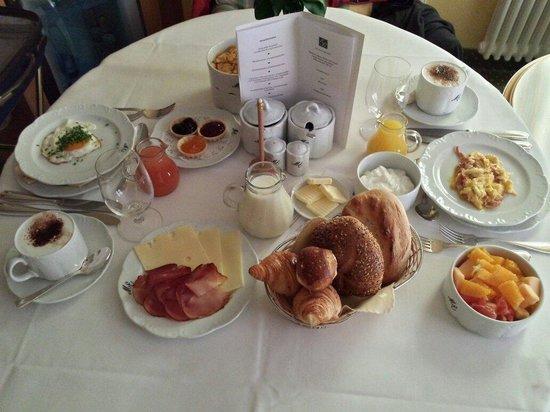 Erfurths Bergfried Ferien & Wellnesshotel : Desayuno a la habitacion!!!