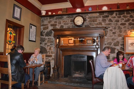 The Portcullis Hotel: pub/restaurante