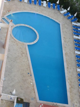 Ever Caparica - Beach & Conference Hotel : Piscine vue du restaurant au 8eme