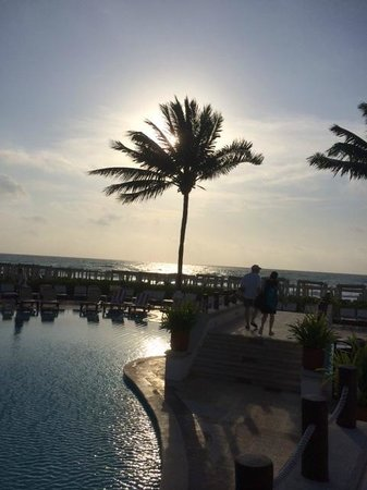 The Royal Playa del Carmen: View from the pool area to the beach