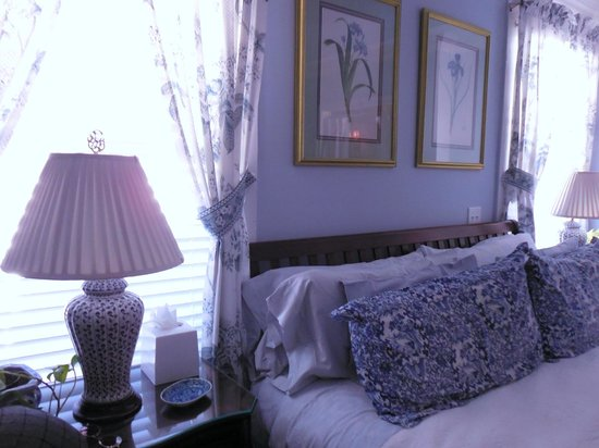 The Kenwood Inn: The Blue Porcelain Room