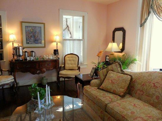 The Kenwood Inn: Sitting Room