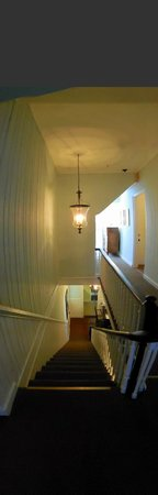 The Kenwood Inn: Panoramic view of the stairs