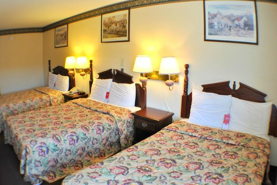 Econo Lodge: Room with 3 beds