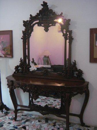 Hotel Trinidad Galeria: Comoda muito bonita no quarto.