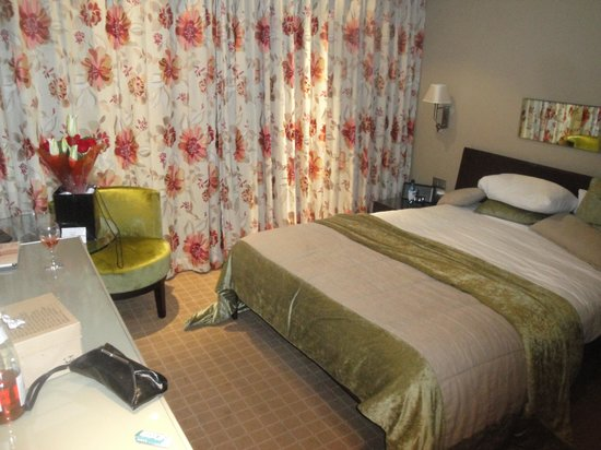 The May Fair Hotel: Our room