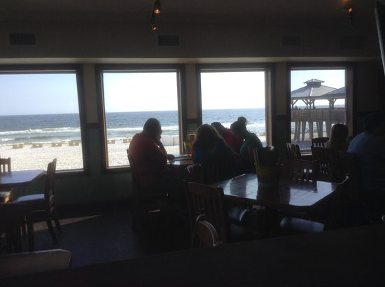 Pineapple Willy's : beach view from inside dining