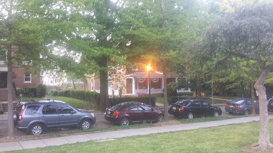 Washington Marriott Wardman Park: Hotel is in a mostly residential area