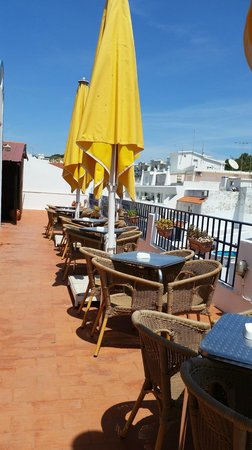Apartamentos Turisticos Regina: bar/seating area