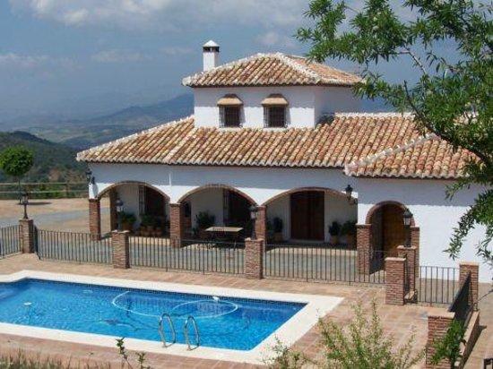 Casa mansion piedras blancas colmenar m laga opiniones for Casas con piscina en malaga