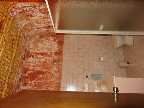 Desert Cave Hotel : Bathroom