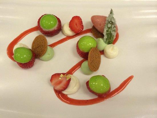Le Saison : Le dessert : fraises ciflorette et menthe poivrée (et sorbet fraise des bois...)