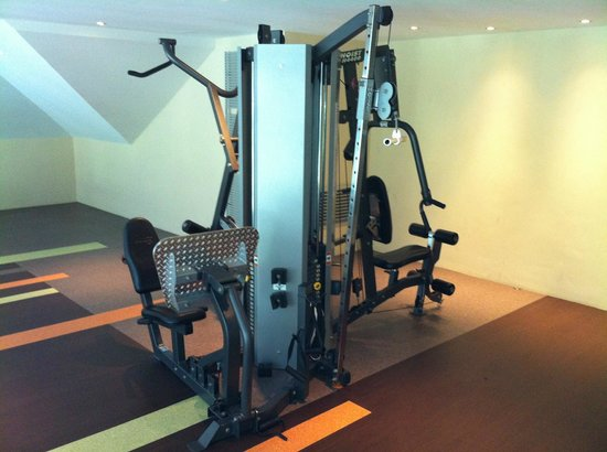 Van Der Valk Hotel Emmen: Weightlifting Equipment in Fitness Center