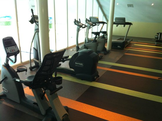 Van Der Valk Hotel Emmen: Cardio Equipment in Fitness Center