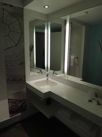Mercure Lyon Centre Beaux Arts : Salle de bain chambre privilège