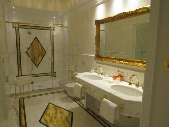 Hotel Ai Reali : banheiro
