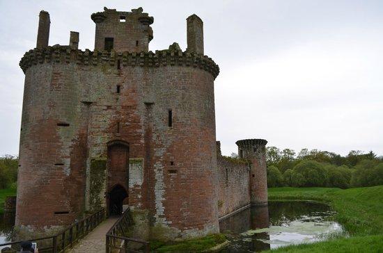 Caerlaverock Castle: fachada lateral