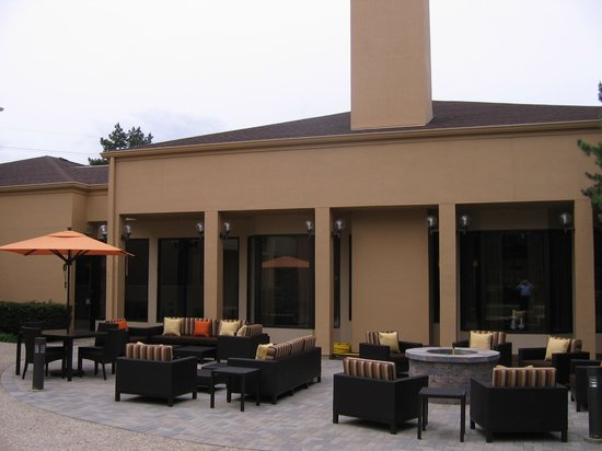 Courtyard by Marriott Chicago Glenview: Courtyard Glenview New Patio Area