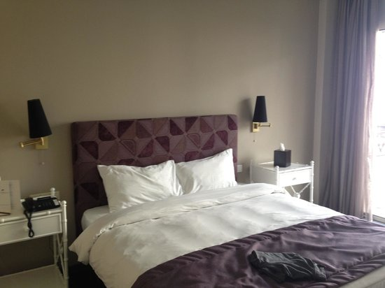 Warwick Palm Beach Hotel : Temiz ve aydınlık bir oda