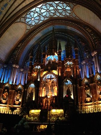 Notre-Dame Basilica: With lighting effects