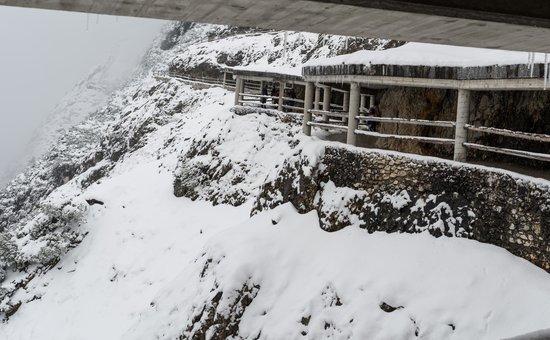 Eisriesenwelt Ice Cave: snowy access!