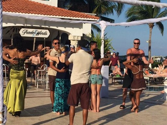 The Royal Playa del Carmen: Dance lessons with the Entertainment crew!