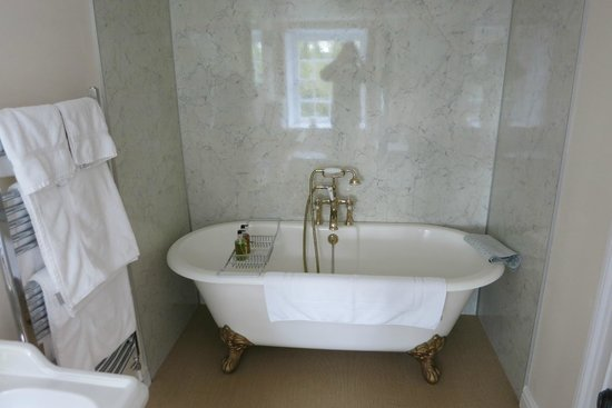 Tredudwell Manor: Badewanne im Master-Bedroom