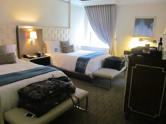 Carlton Hotel, Autograph Collection: Nice spacious room