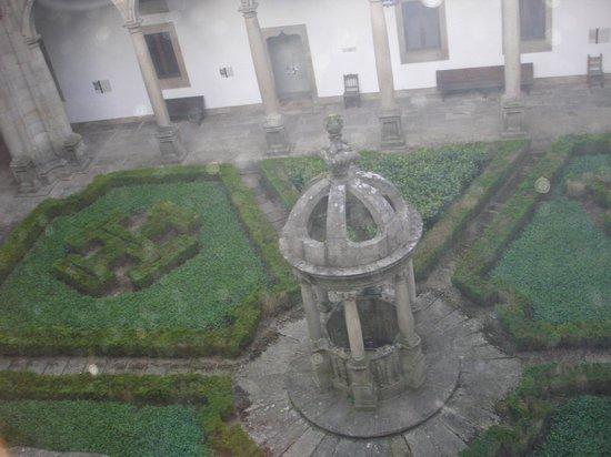 Parador Hostal Dos Reis Catolicos: Vista de um dos pátios internos do hotel