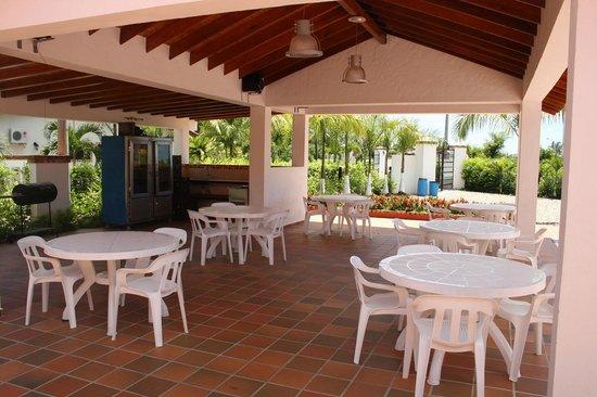 Foto de caba as campestres palma real villavicencio for Planos de cabanas campestres
