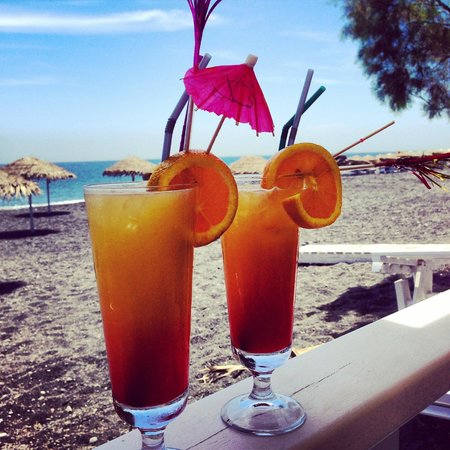 Sea Side Beach Hotel: Nikos makes the best drinks!