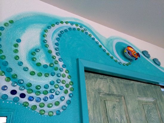 Maui Ocean Breezes: Cute designs all over the cabin.