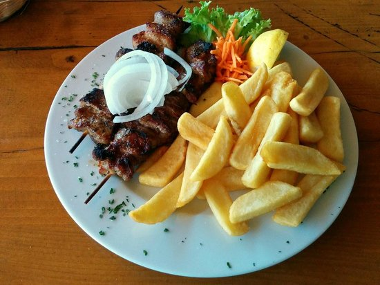 Der Grieche: Suflaki and French Fries