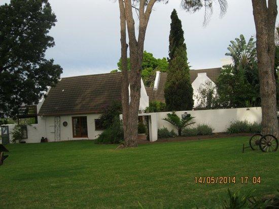 Chelaya Country Lodge: Chelaya Lodge front lawn.