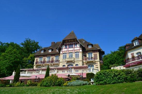Le Chateau de la Tour : La façade depuis le parc