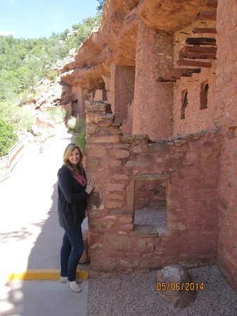 Manitou Cliff Dwellings: the homedwellers were smaller than me