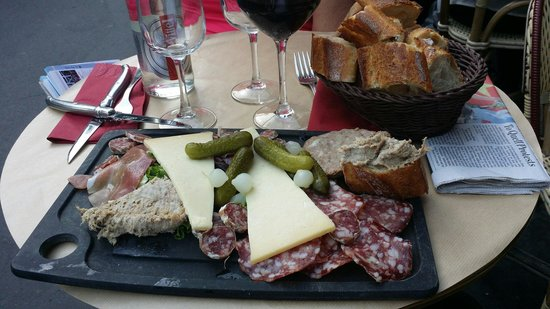 Cafe l'Atome: Delightful assortment of protein!