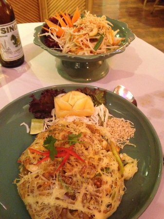 Jintana Thai Restaurant: Pad Thai and Som Tam