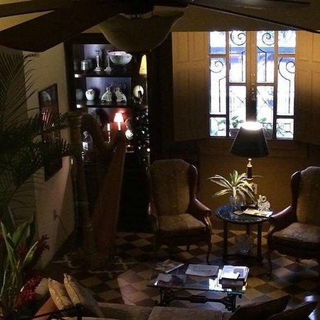 La Perla Boutique Bed & Breakfast: House living room