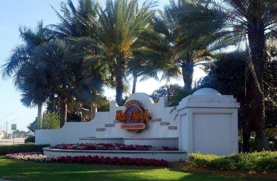 Seminole Hard Rock Hollywood Casino : Seminole Hard Rock Casino Entrance