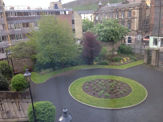 Holiday Inn Express Edinburgh - Royal Mile: The view from Room 517