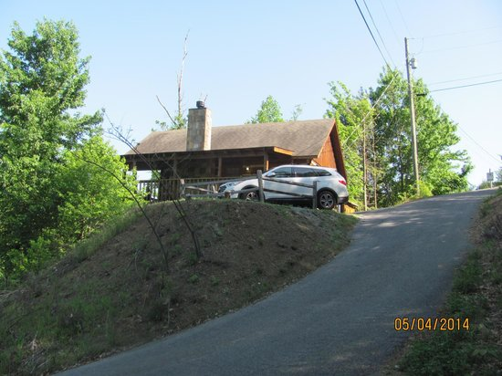 Smoky Mountain Lodging : the road to our cabin