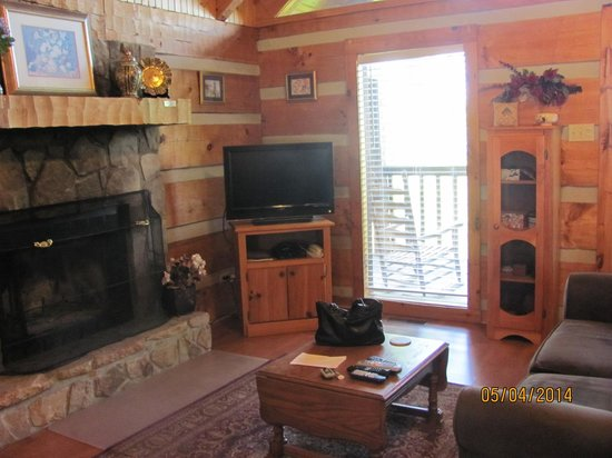 Smoky Mountain Lodging: living room